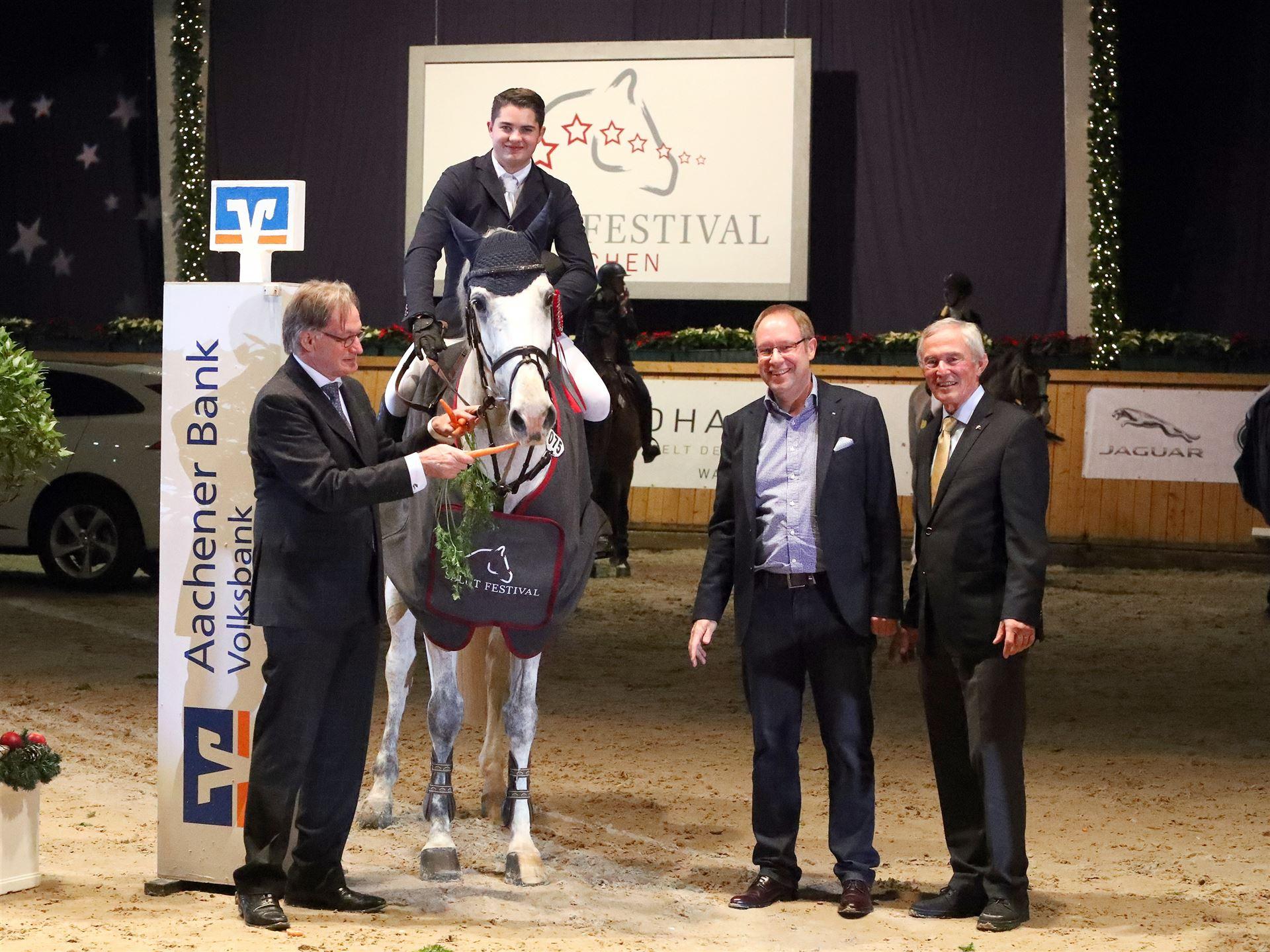 Tim-Uwe Hoffmann gewinnt den Großen Preis der Aachener Bank eG on